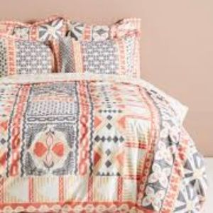 Anthropologie Simone Queen size Duvet cover.